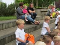 Foto bij schoolreisje samen met groep 2.