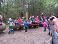 Foto bij Naar het bos.